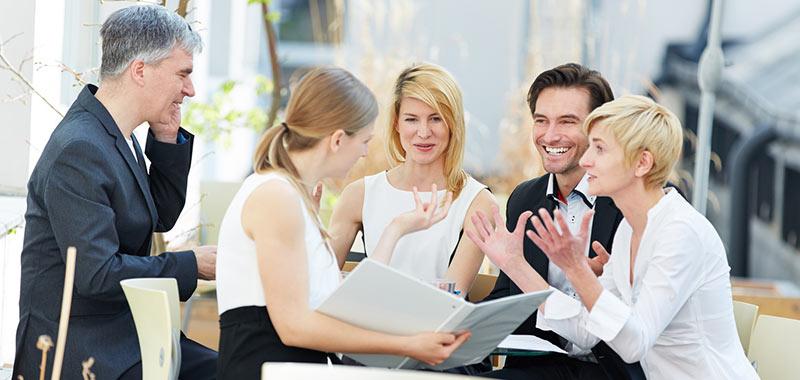 Mitarbeiter in der Pause bei Besprechung